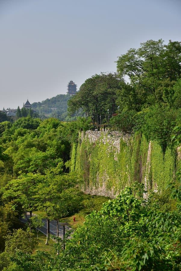 Download Ming Dynasty City Wall In De Lente Stock Foto - Afbeelding bestaande uit groen, historisch: 54085972