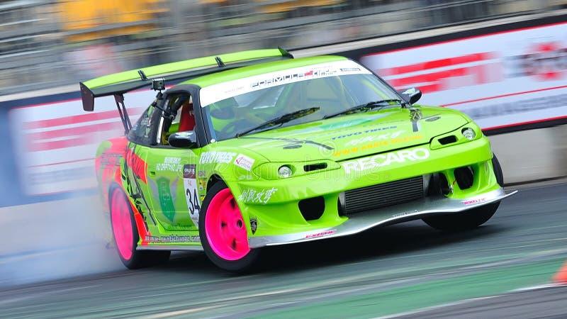 Ming Hui die zijn auto afdrijft bij de Afwijking 2010 van de Formule stock afbeeldingen