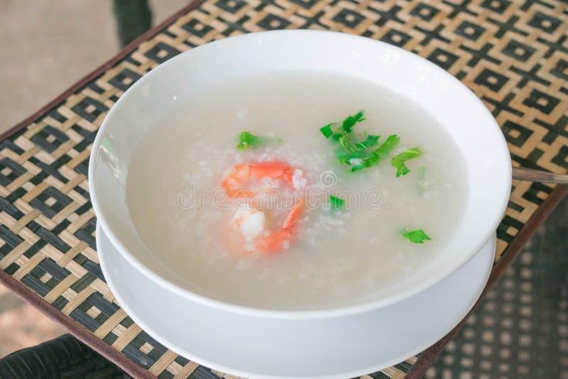 Mingau do arroz do papa de aveia com camarão fotos de stock royalty free