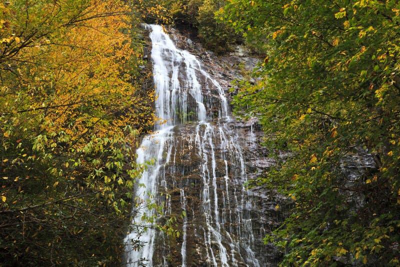 Mingo Falls cerca de cherokee, Carolina del Norte imagen de archivo libre de regalías
