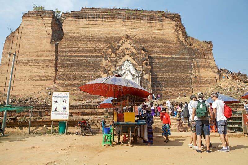 Download Mingun Pahtodawgy Myanmar fotografia stock editoriale. Immagine di posto - 56886593