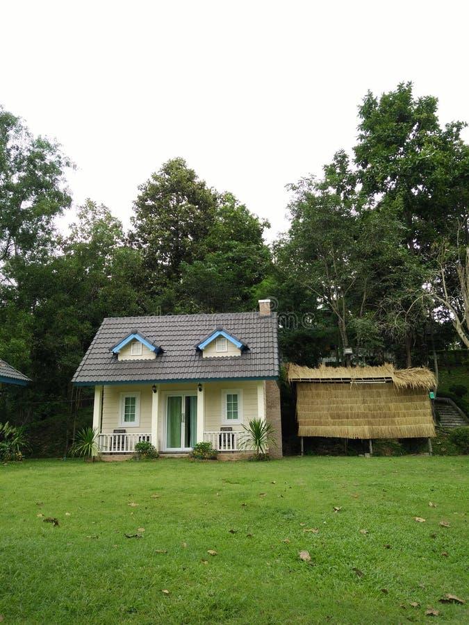 Minha casa no jardim fotos de stock royalty free