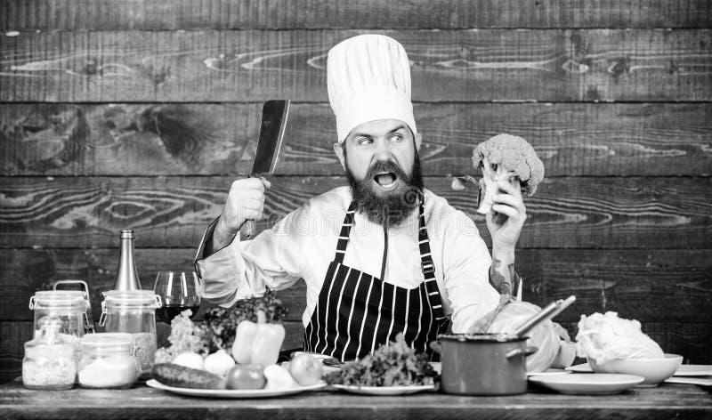 Minha cozinha minhas regras Alimento biol?gico O cozinheiro chefe usa vegetais org?nicos frescos para o prato Refei??o do vegetar imagens de stock royalty free