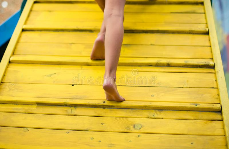 Minha maneira é pavimentada com cores felizes fotos de stock