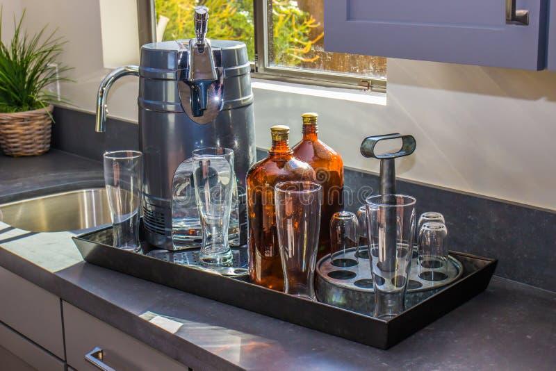 Mini Beer Keg In Modern-Keuken royalty-vrije stock foto