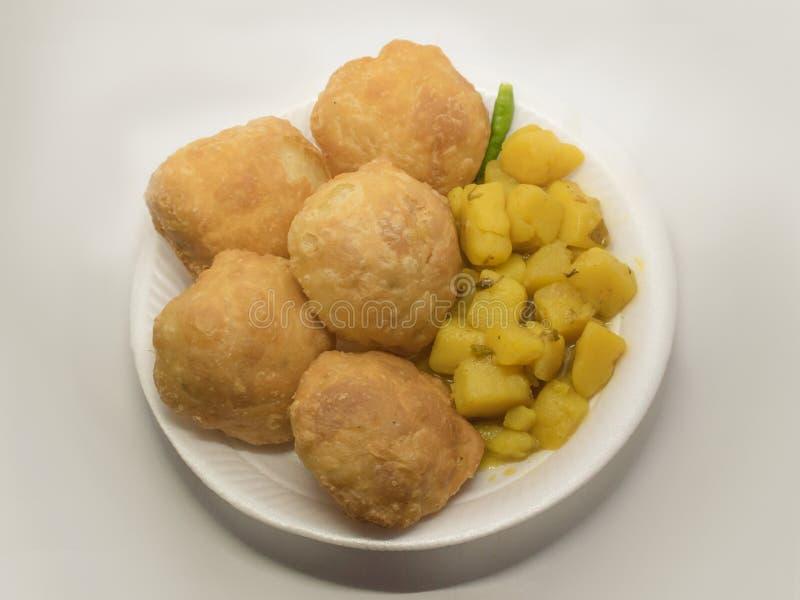 Mini bengali friável bengali do kachori ou do kochuriin que não tem nenhum enchimento mas para saber para sua crosta marrom torra imagem de stock royalty free