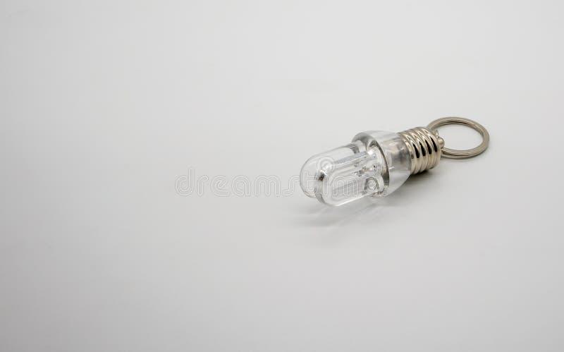 Mini bulbo de la linterna de LED con el aislante del llavero de la forma de U en blanco fotos de archivo