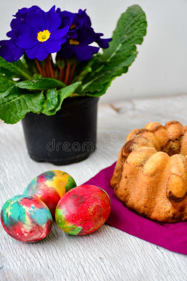 Bundt easter marble cake, easter eggs and Primrose - Primula vulgaris stock image