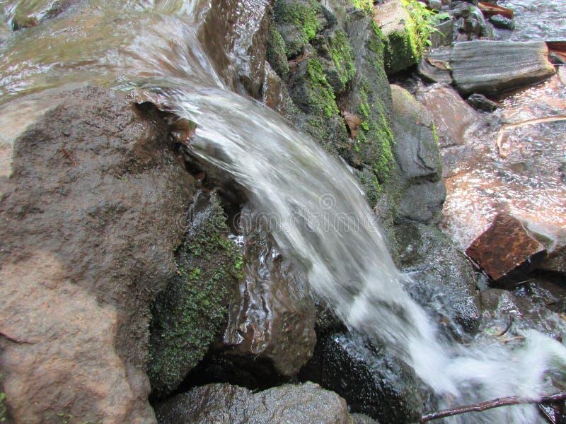 Mini cadute dell'acqua fotografia stock libera da diritti