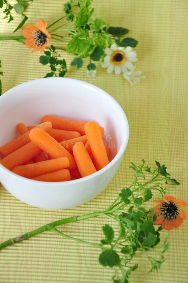 Mini Carrot in Witte Kom stock afbeelding
