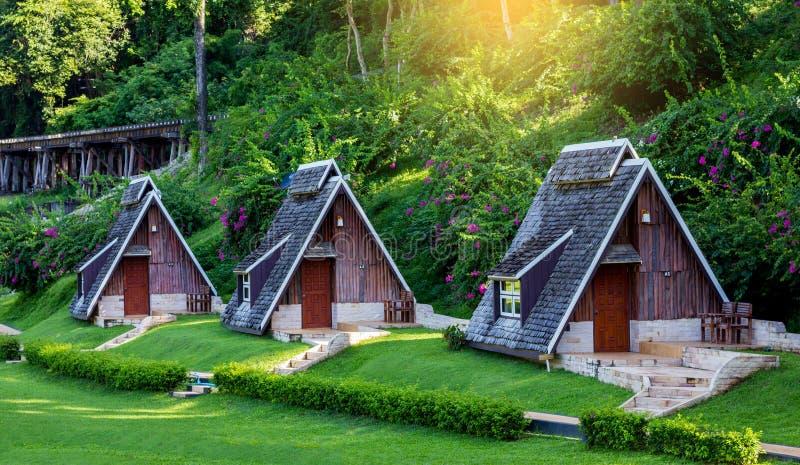 Casas de madera natural trendy casa de madera piedra y - Casas de madera natural ...