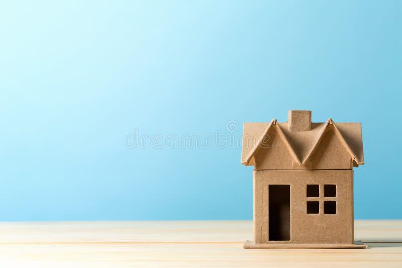 Mini casa residencial do ofício fotos de stock