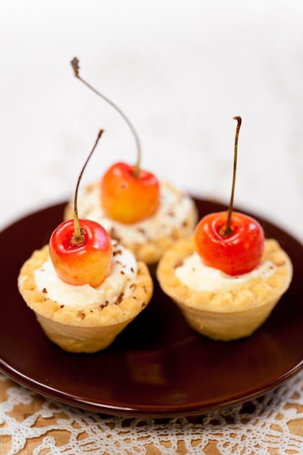 Mini cestas saborosos das galdérias imagens de stock royalty free