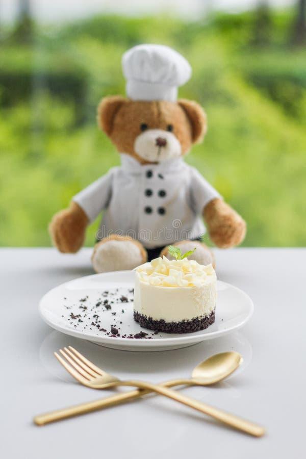 Mini cheesecake z plama misia tłem fotografia royalty free