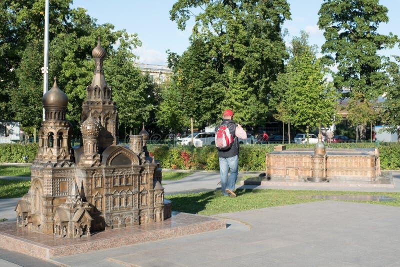 Mini City i Alexander Park petersburg synr den religiösa russia för kyrklig huvudmonument en för blod frälsaren spilld st royaltyfria bilder