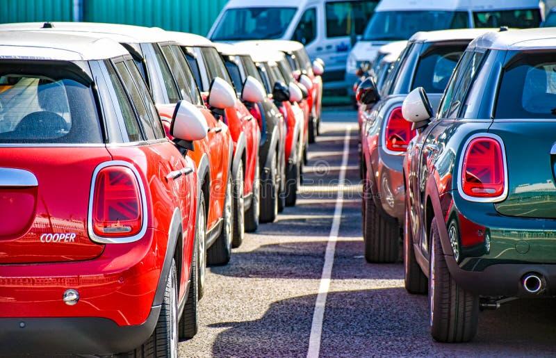MINI Cooper汽车已准备在英国南安普敦港连续装运 图库摄影