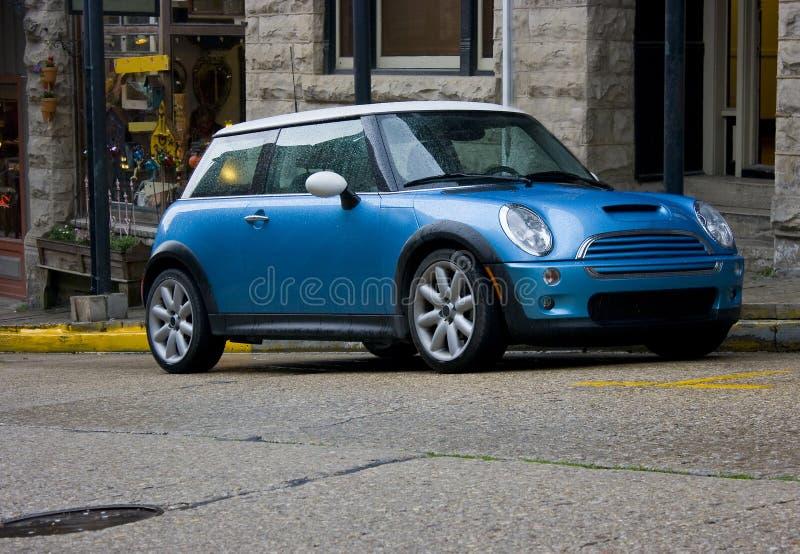 Mini Cooper blu immagini stock