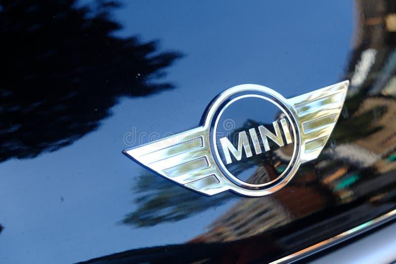 MINI Cooper-embleem stock afbeeldingen