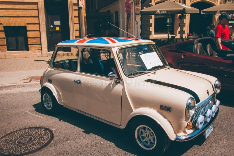 Mini cooper under bilshowen i peterborough royaltyfri fotografi