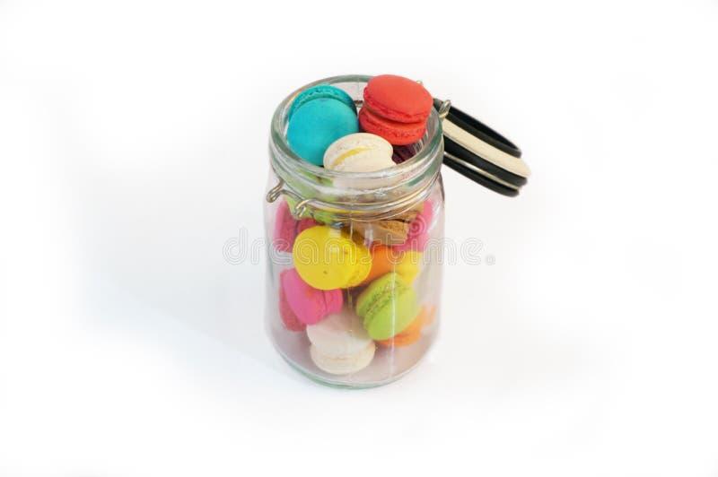 Mini cor especial da variedade dos bolinhos de amêndoa em uma garrafa imagens de stock