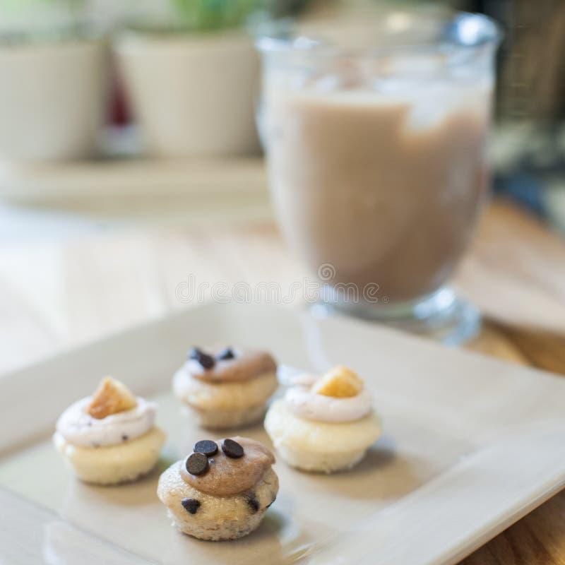 Mini Cupcakes met Bevroren Koffie royalty-vrije stock fotografie