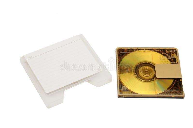 Mini Disc pour qu'enregistrer et écouter retentisse sur un fond d'isolement photo stock