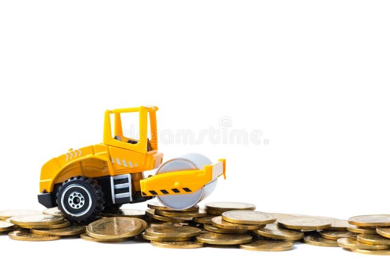 Mini Drogowego rolownika maszyna z sterty monetą z stosem złocista moneta, zdjęcia stock