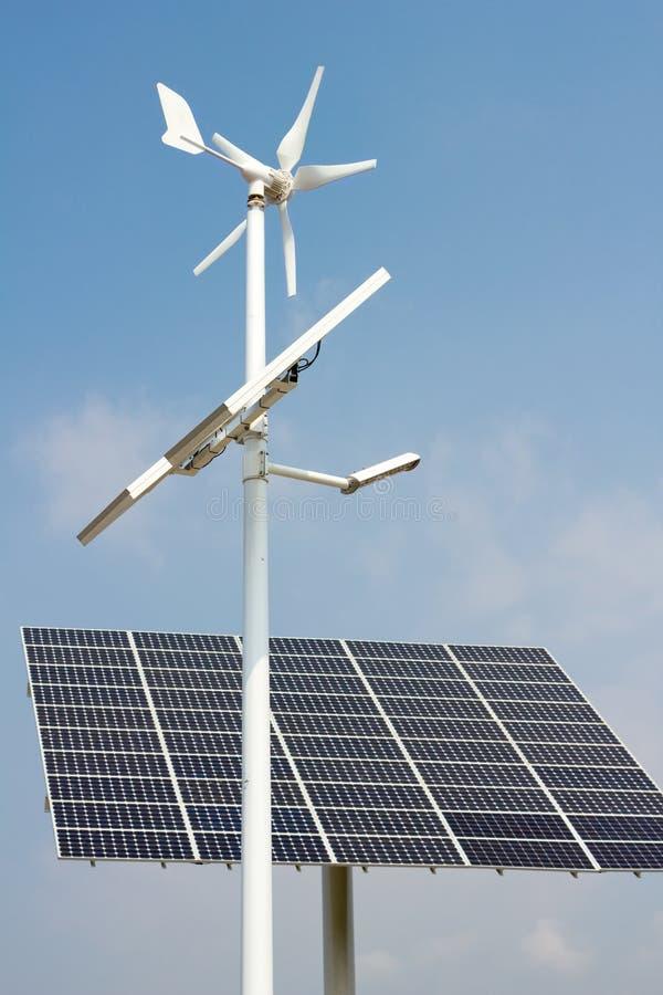 Mini energia eolica e comitati solari immagine stock libera da diritti