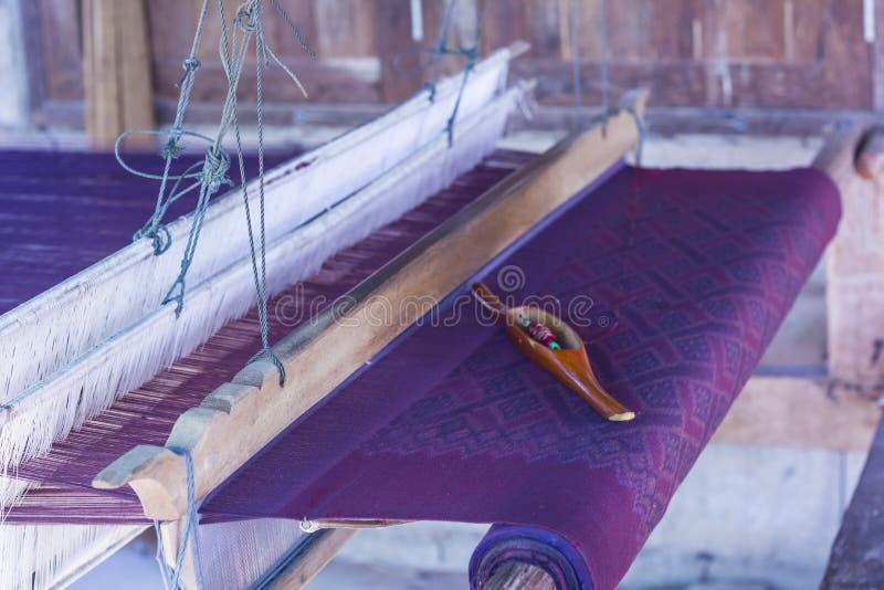 Mini equipamento de tecelagem tailandês feito à mão fotos de stock