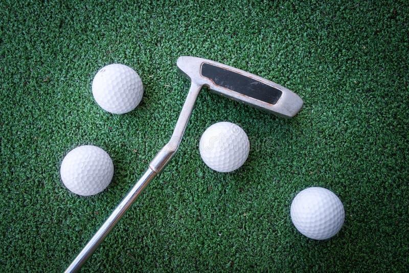 Mini escena del golf con la bola y el club fotografía de archivo