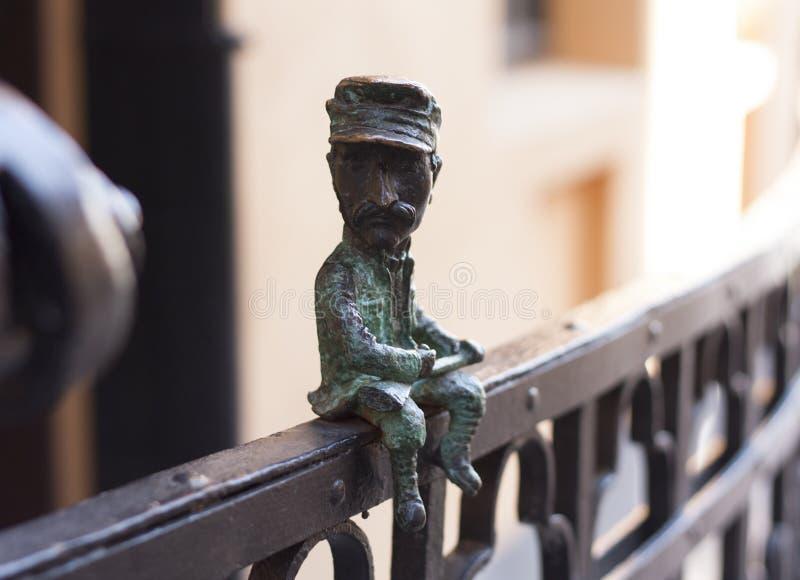 Mini escultura del metal de la foto de Nikolai Shugai en Uzhgorod, Ucrania - 2 de abril de 2017 fotografía de archivo libre de regalías