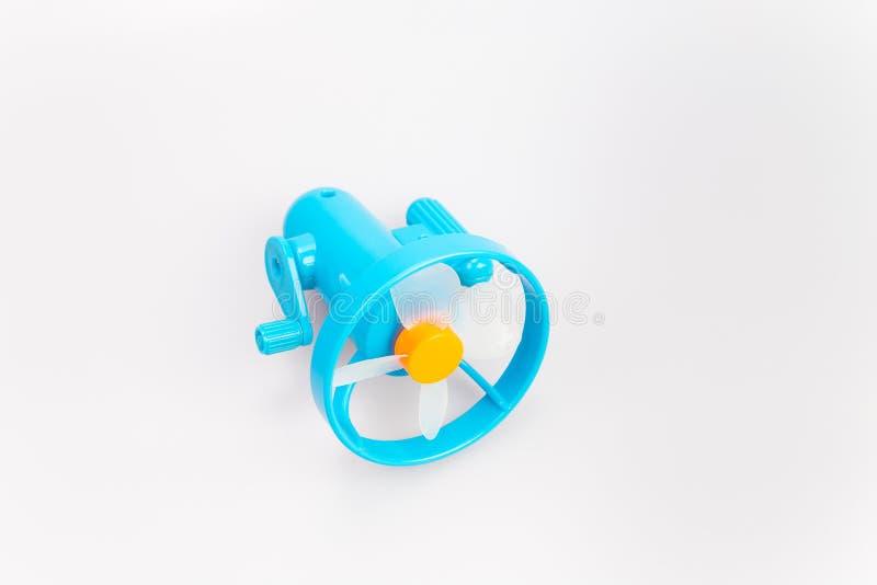 Mini fan de couleur bleue avec des vues de côté d'isolement sur les milieux blancs photos stock