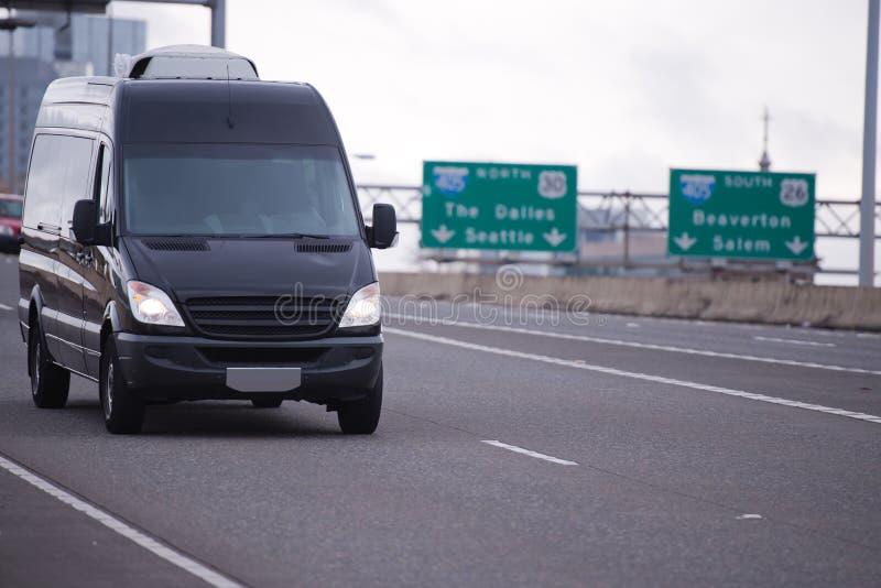Mini furgone per trasporto e la consegna commerciali immagini stock libere da diritti