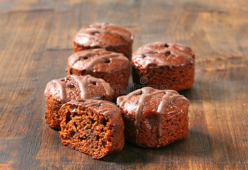 Mini gâteaux de chocolat images libres de droits