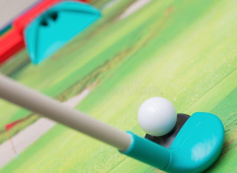 Mini golf fissato per i bambini fotografie stock