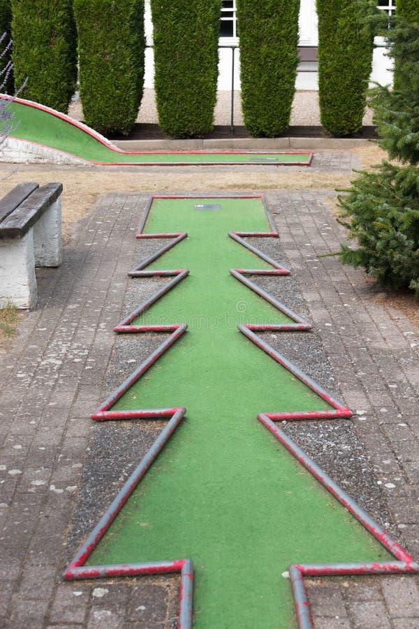 Mini- hål för golfgräsplanhinder arkivfoton