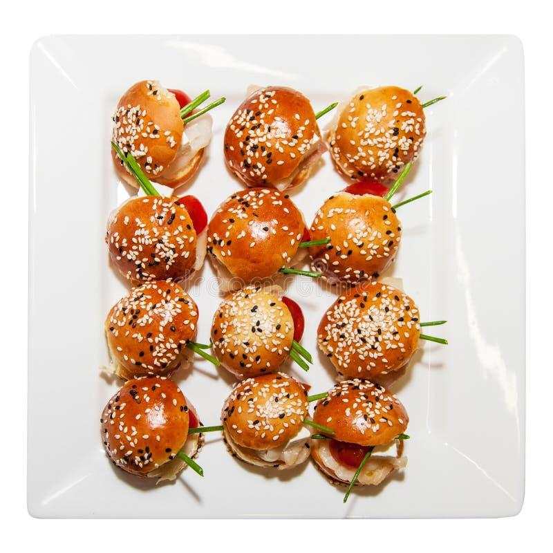 Mini hamburgeru serw przy przyjęciem zdjęcia royalty free