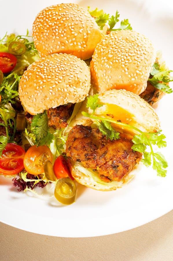 Mini hamburgueres da galinha imagens de stock