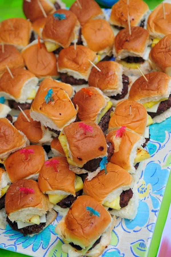 Mini hamburguesas imagen de archivo