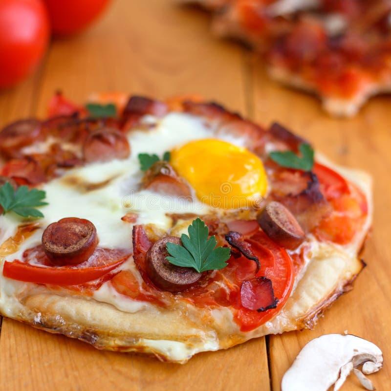 Mini Homemade Breakfast Pizza foto de archivo