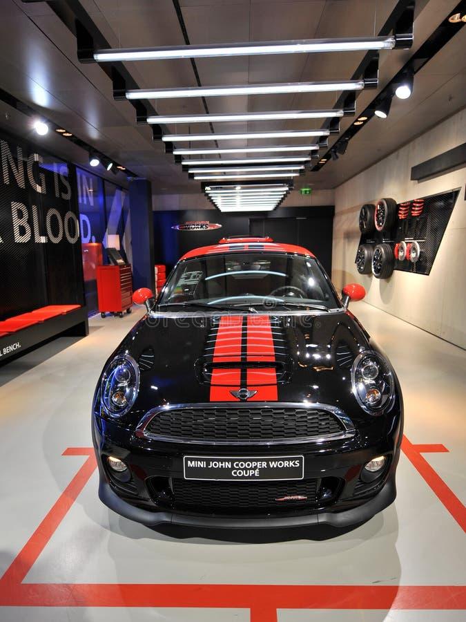 Mini John bednarz Pracuje Coupe na pokazie w BMW obrzęku obraz royalty free