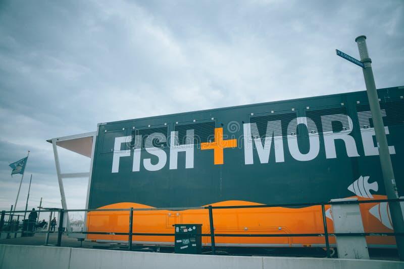 Mini loja dos peixes em Zandvoort, Holanda imagens de stock