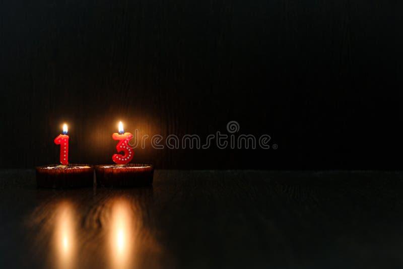 Mini magdalenas para su cumpleaños fotos de archivo libres de regalías