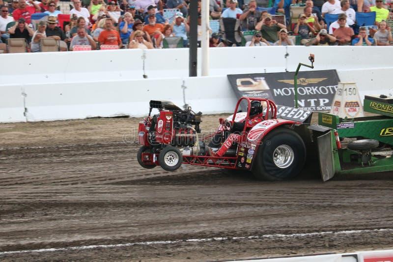 Mini Modified Tractor Pulling nel campo da bocce, OH immagine stock libera da diritti