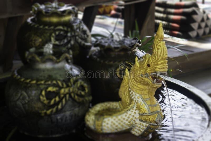Mini Naga rzeźba w ogrodowym pucharze zdjęcia royalty free