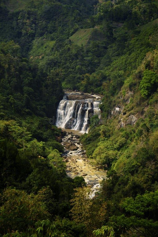 Mini Niagara genoemde Malela-Waterval van afstand stock afbeelding