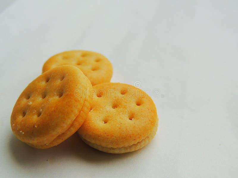 Mini- ostsmörgåssmällare på vit bakgrund royaltyfri foto