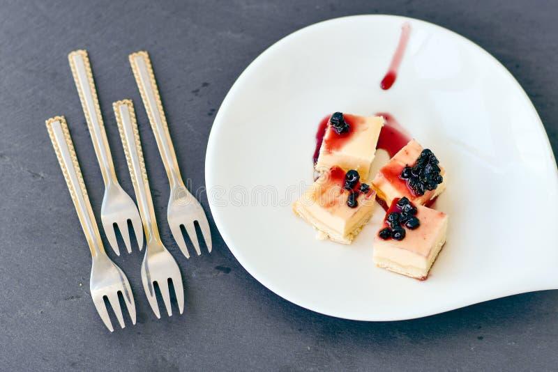 Mini pastel de queso de los arándanos foto de archivo