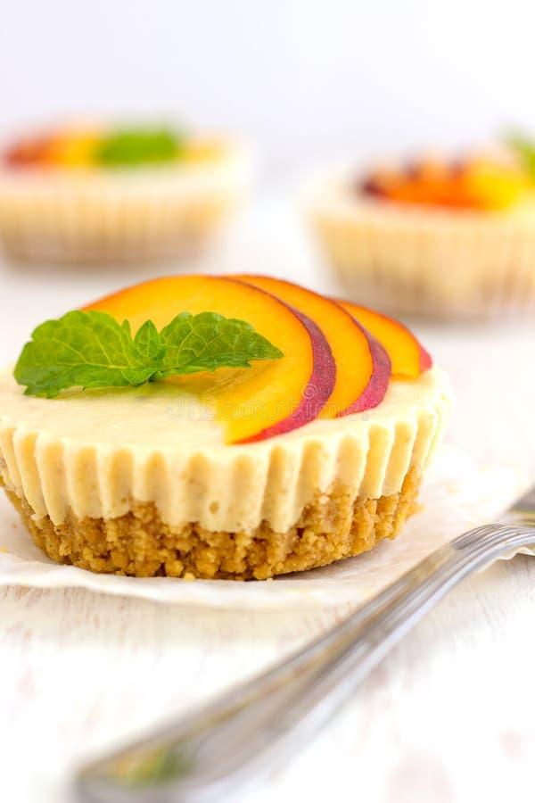 Mini Peach Cheesecake fotos de archivo libres de regalías
