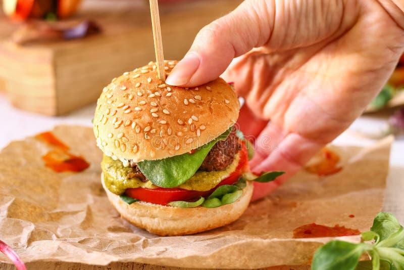 Mini Pesto Burger Sliders imagen de archivo